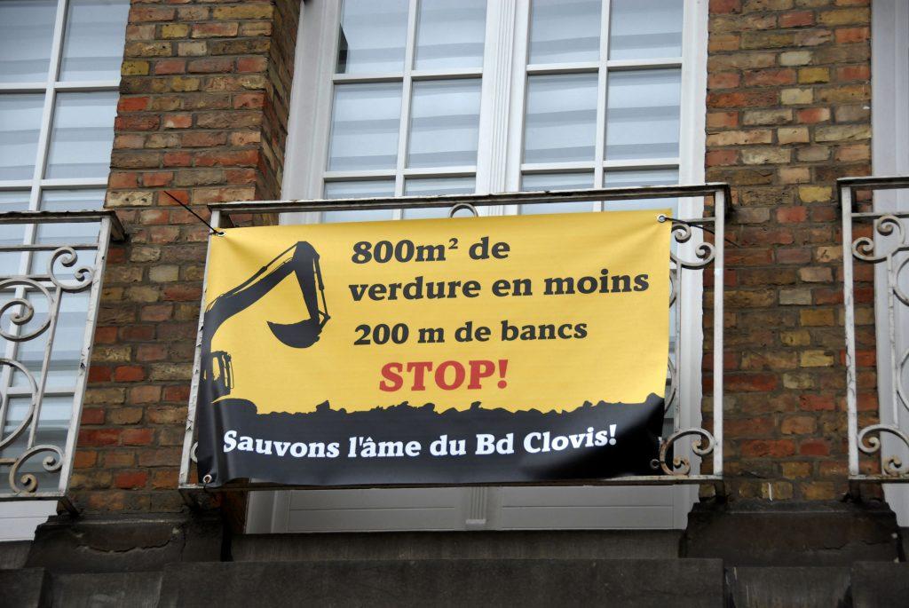Détail-balcon-banderole-sauvons-âme-boulevard-clovis