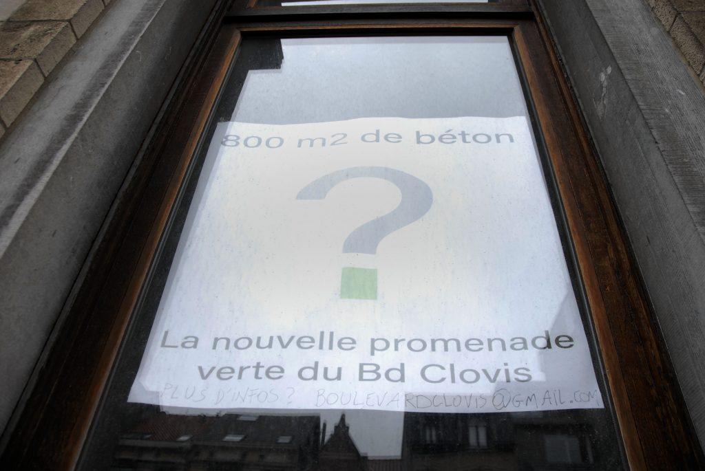 Boulevard-clovis-détail-fenêtre-affiche-contre-béton