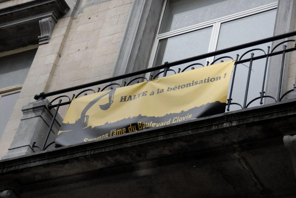 Boulevard-clovis-détail-banderole-contre-le-béton