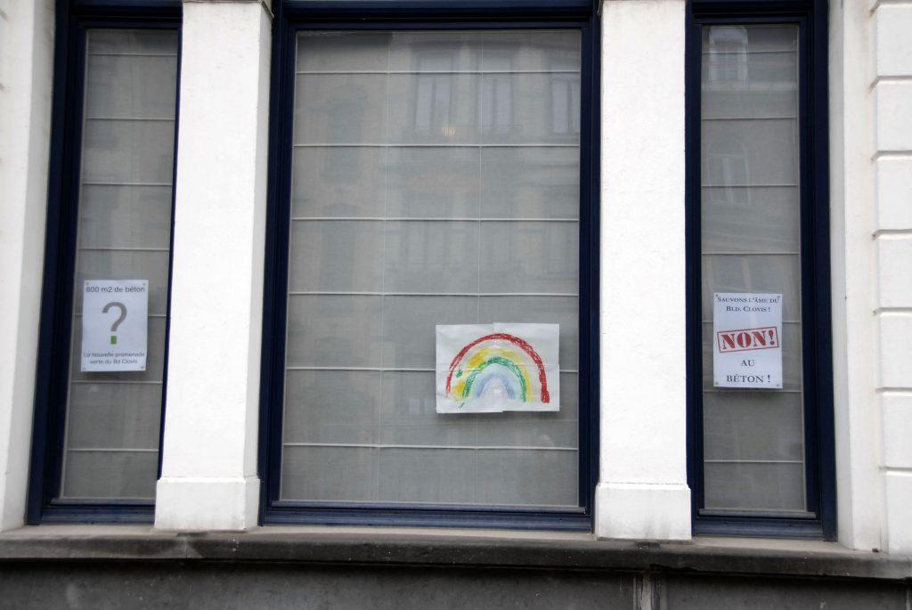 Détail-fenêtre-affiches-boulevard-clovis