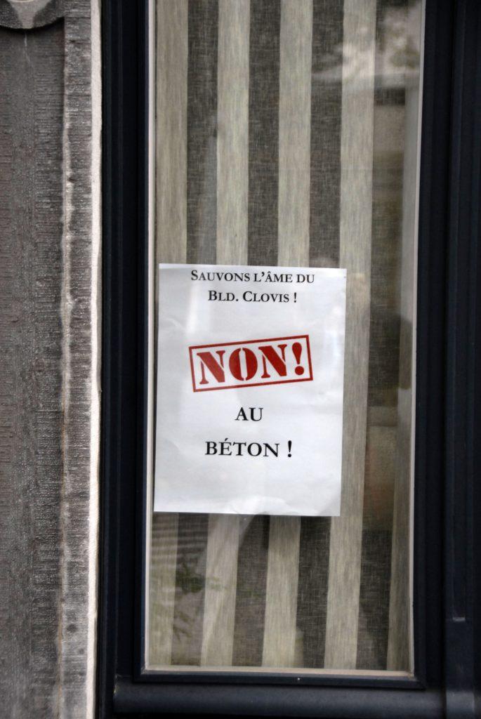 Détail-fenêtre_maison_boulevard_clovis_affiche_non_au_béton