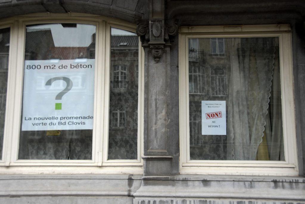 Fenêtres-avec-affiches-contre-le-réaménagement-boulevard-clovis